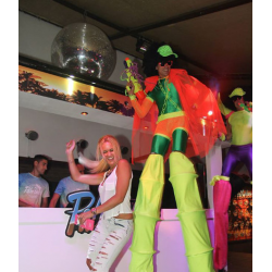 Fluor Party en zancos