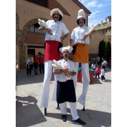 Pasacalles y Animación Cocineros en zancos